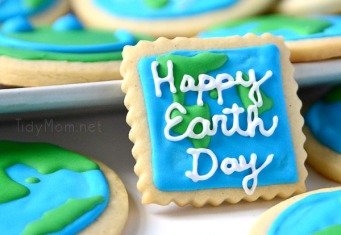Happy-Earth-Day-cookies-TidyMom